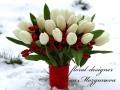 Белый букет из тюльпанов с красным декором