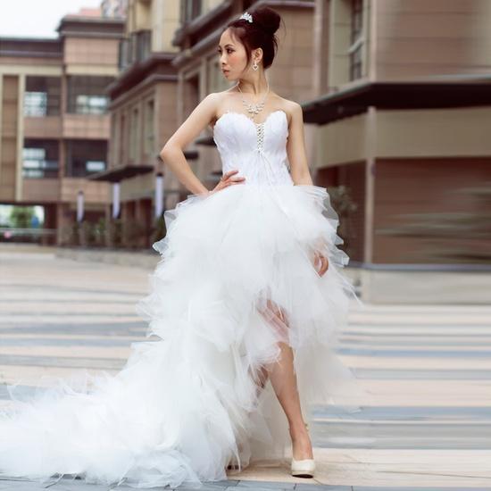 Основные разновидности короткого свадебного наряда невесты со