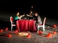 Организовав столик на пляже, можно быть уверенным в успехе мероприятия