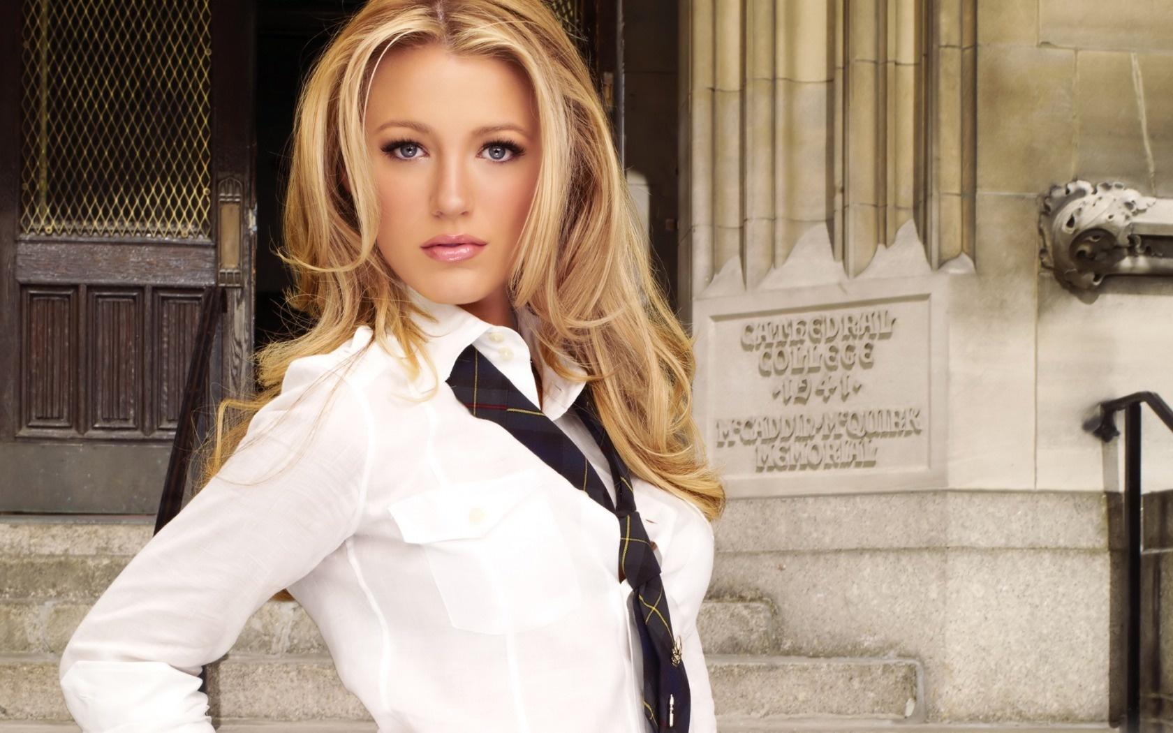 Красивые фото девушек в галстуке — photo 14