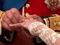 В Англии кольцо на левой руке
