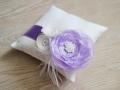 Подушечка с нежным фиолетовым цветком