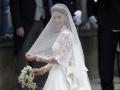 Руки, плечи и голова невесты должны быть обязательно прикрыты