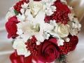 Яркие и нежные, традиционные и модные разновидности букеты невесты обязательно подчеркнут ваше очарование и красоту во время зимней свадьбы