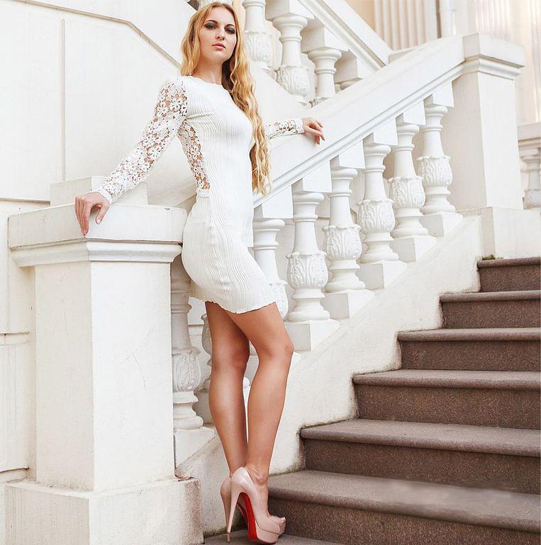 Короткое кружевное платье выбор невест с идеальной фигурой и ножками