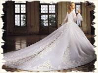 Особенности выбора короткого свадебного платья со шлейфом