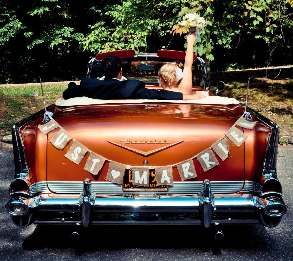 Раскошный ретро автомобиль дополнит картинку