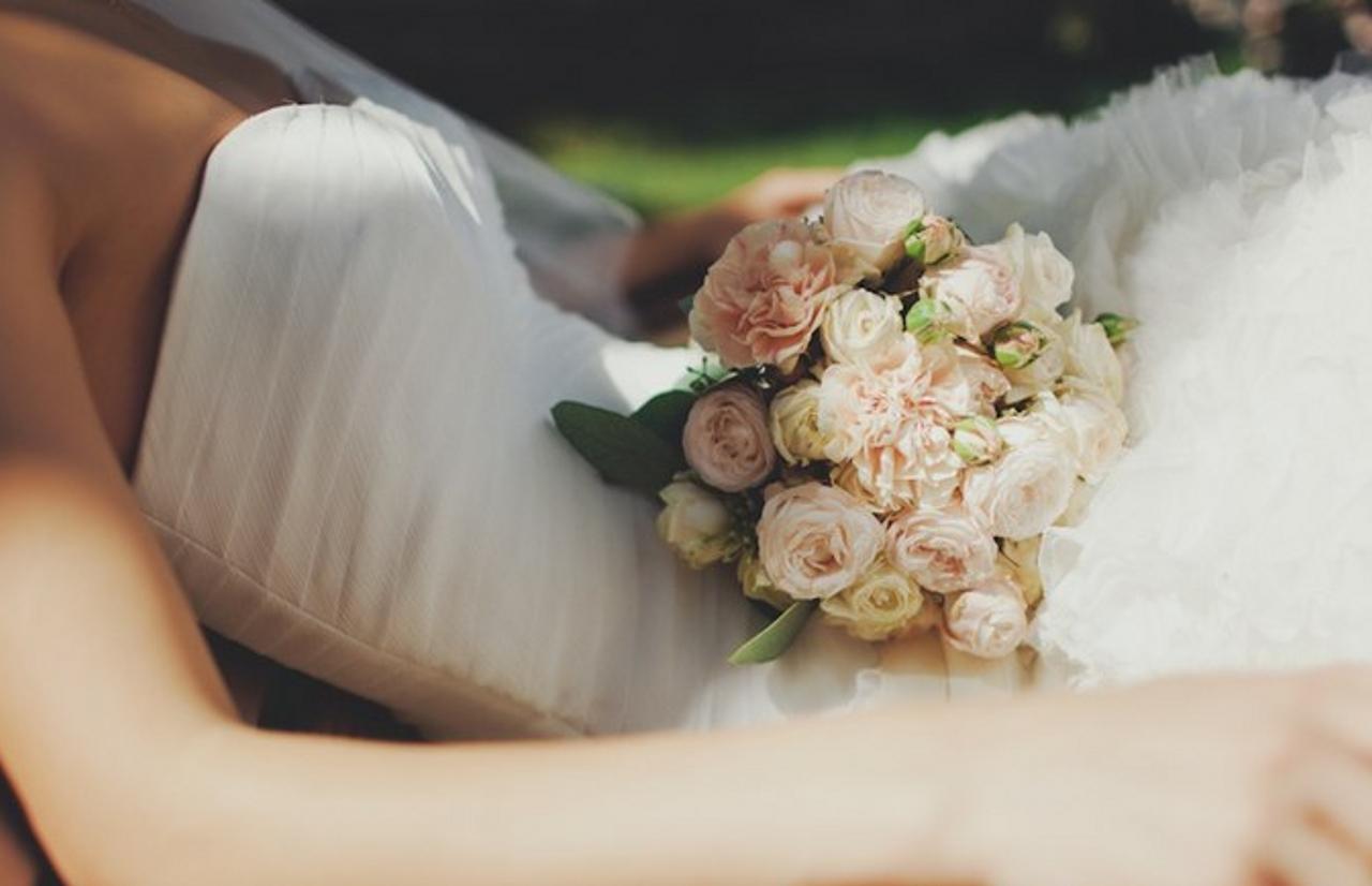Букет невесты всегда теплых тонов и оттенков