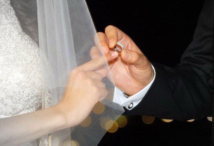 У евреев кольцо на указательном пальце