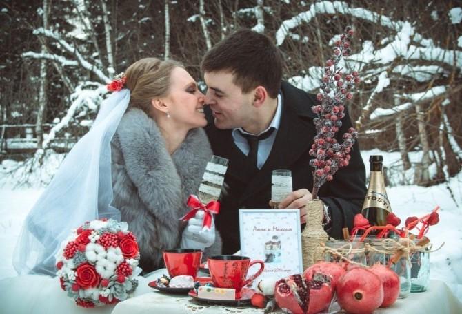 Украшения, бутоньерки прочие свадебные атрибуты должны гармонировать с букетиком невесты