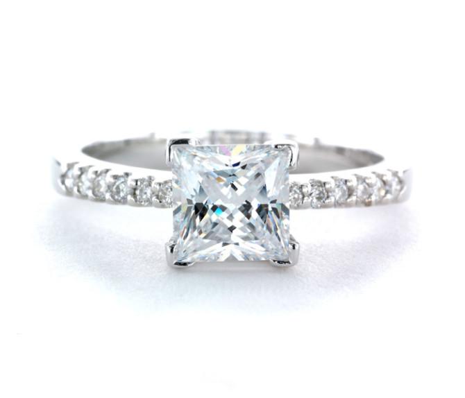 """Помолвочное кольцо с огранкой вида """"Принцесса"""""""