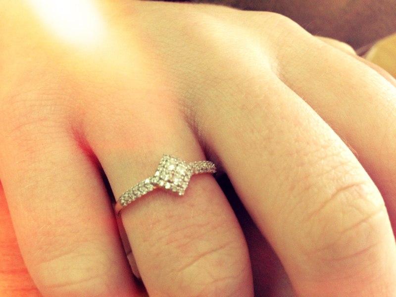 Венчальное колечко носят на том же пальце что и обручальное