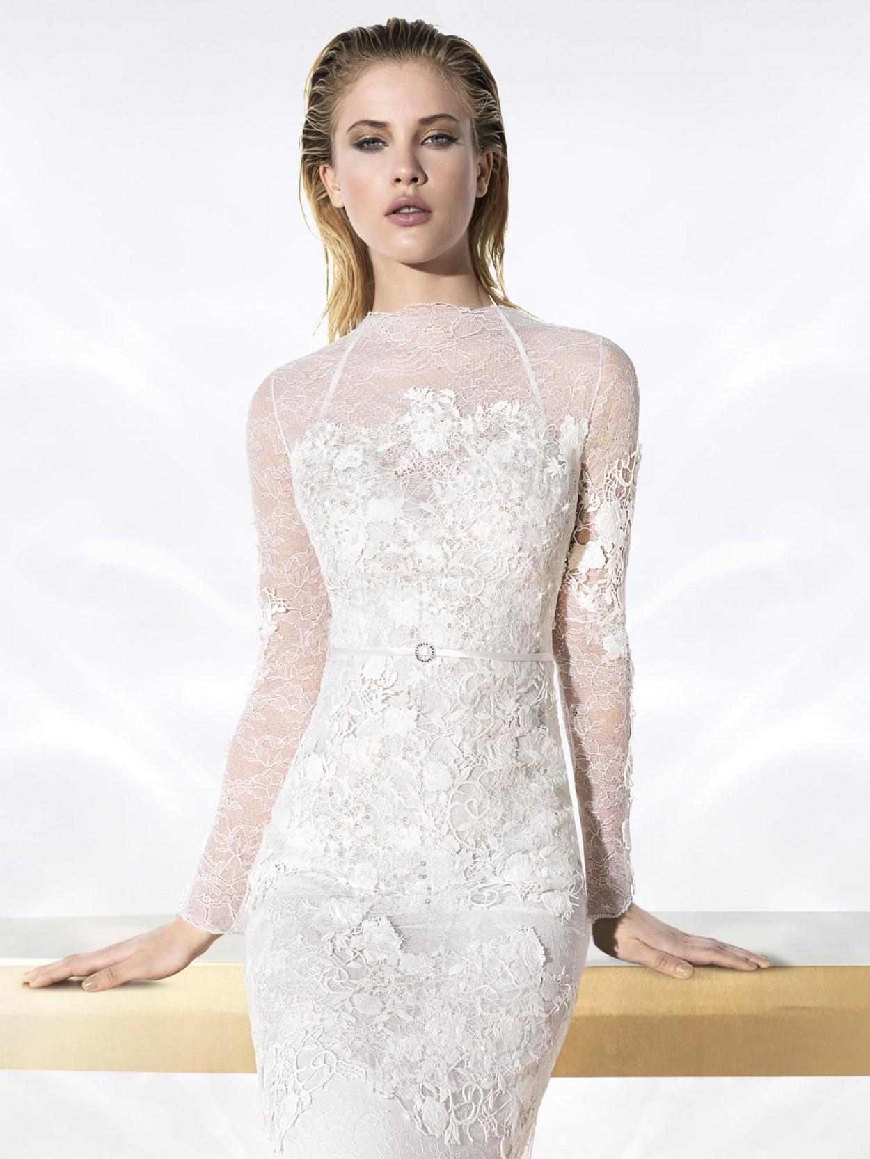 Кружево идеальный вариант для обтягивающего свадебного платья