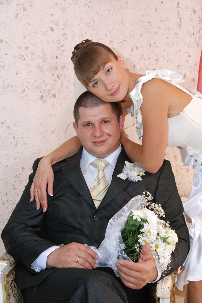 Образ невесты с челкой очень романтичен и хорошо гармонирует с длинной фатой