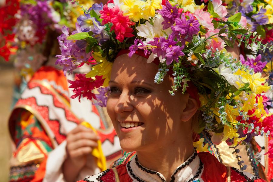 Применение народных украшений и следование традициям весьма удачное решение во время сватовства