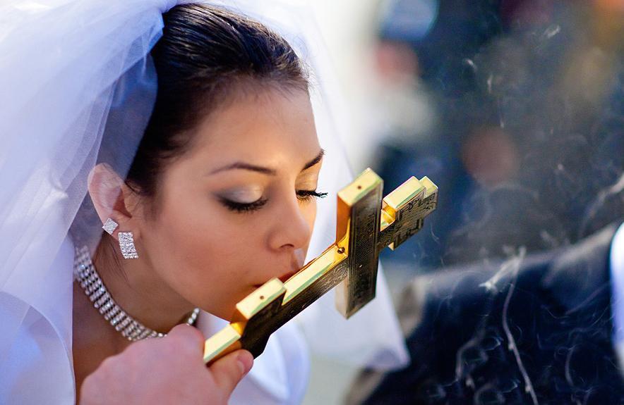 Скромный макияж и особенно губная помада в церкви не должны вызывать нареканий