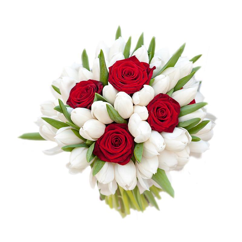Благородное и элегантное сочетание ярких роз и белоснежных тюльпанов