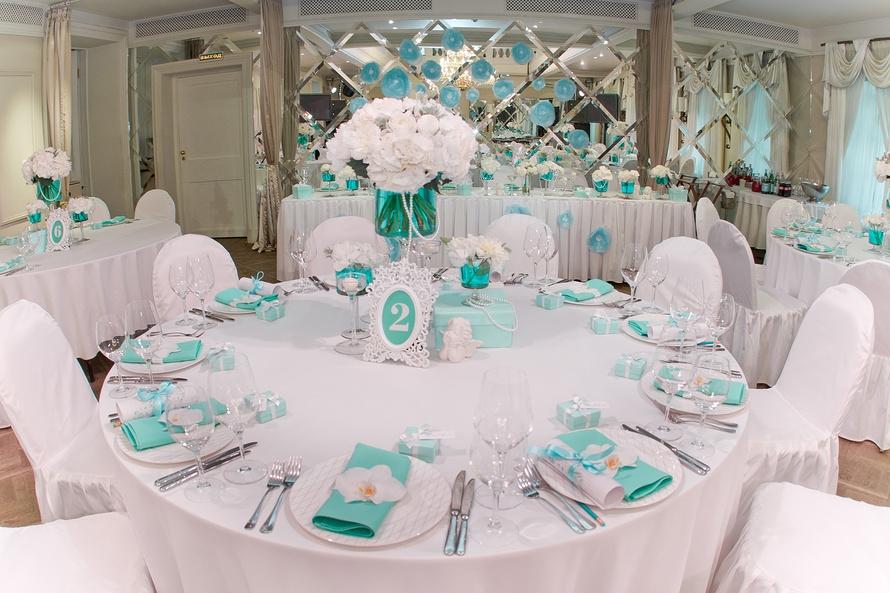 Столичные организаторы свадьбы несут большие издержки поэтому дарить нужно немного больше