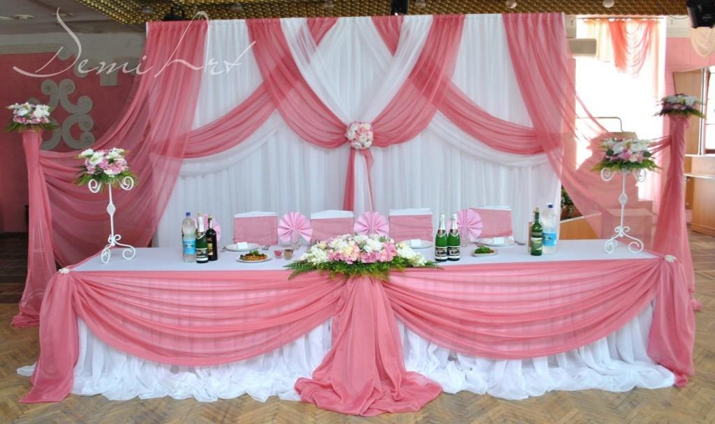 Столик молодых центральное место свадьбы, его оформление должно быть самым интересным и красивым